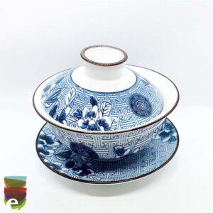 Tazza da tè bianca e blu